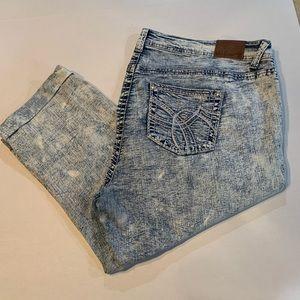 Wallflower Pants - Wallflower Women's Distressed Capris!  Like new!!
